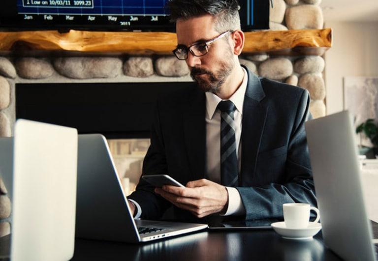 photo of an Inside Sales guru using Veloxy