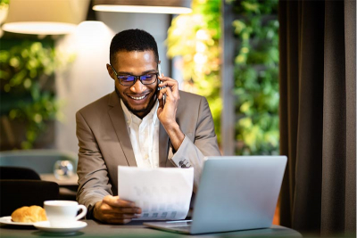 photo of a sales rep using a cold call script