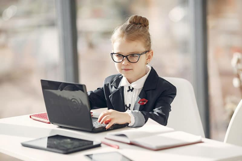 image of a young sales woman